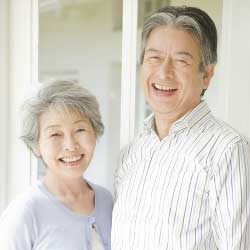 老夫婦の笑顔の写真