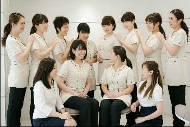 女性スタッフの集合写真